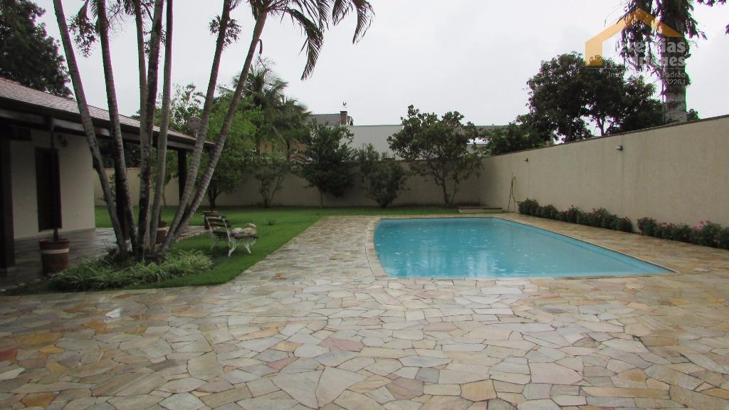 Casa residencial à venda no Condomínio Village Paineiras em Pindamonhangaba - CA0750.