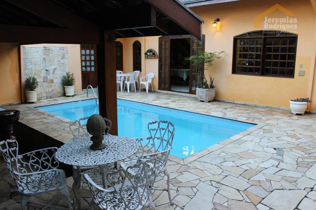 Casa residencial à venda, Vila Bourguese, Pindamonhangaba.