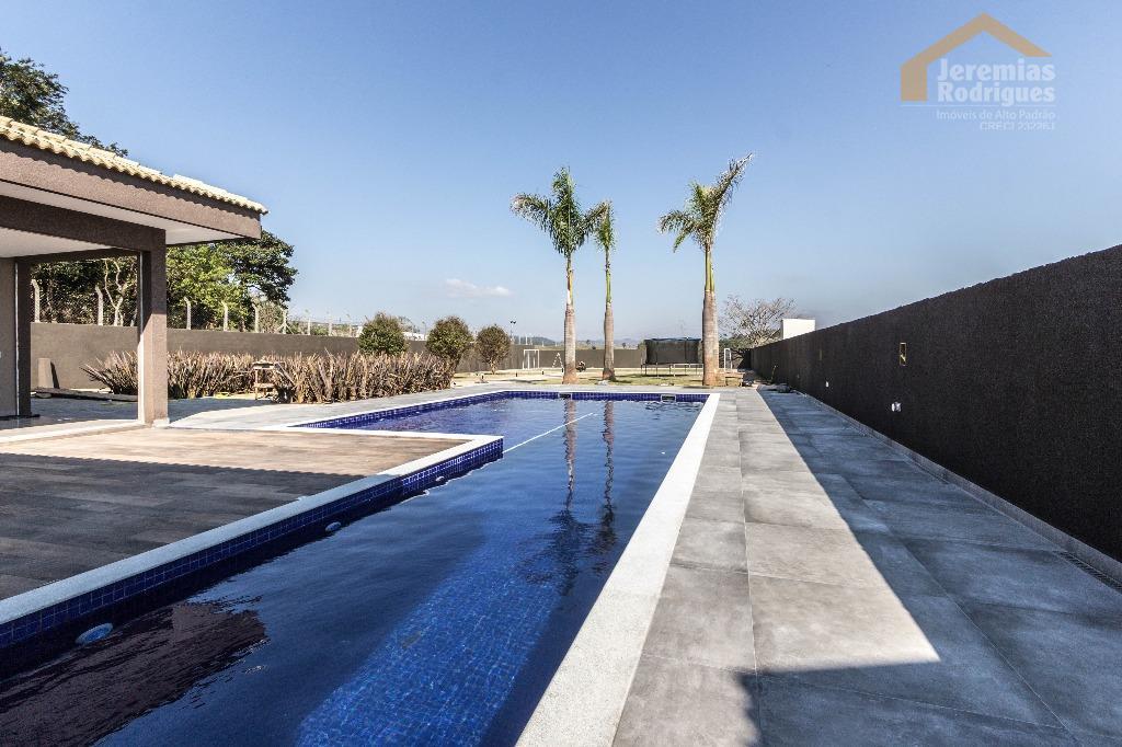 Casa residencial à venda no Condomínio Chácaras Cataguá em Taubaté.