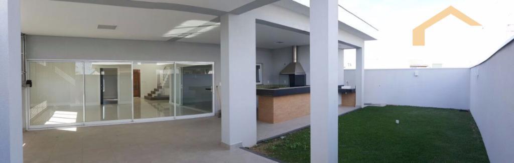 Casa residencial para venda no Condomínio Residencial Green Park em Taubaté.