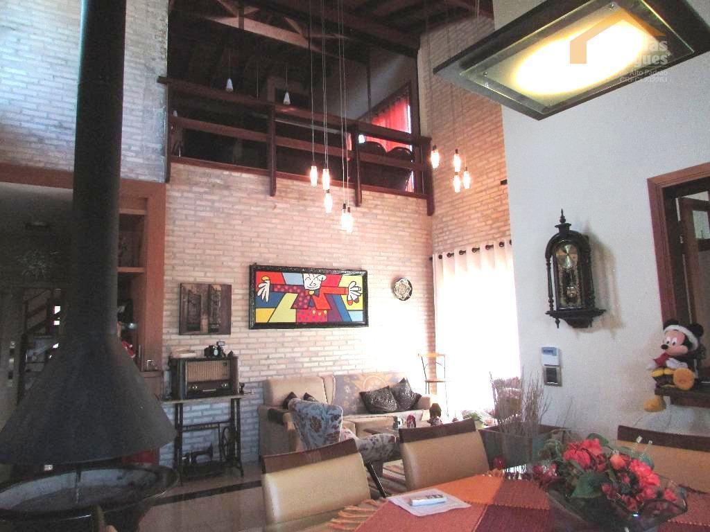Casa residencial para venda e locação no Condomínio Chácaras Cataguá em Taubaté.
