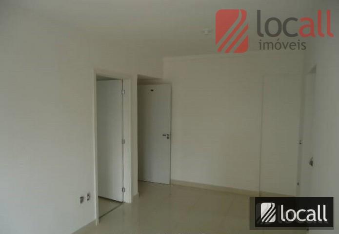 1 quarto(s)(simples, c/armários, piso frio), 1 banheiro(s)(social), 1 sala(s)(visita, piso frio), 1 cozinha(s)(planejada, piso frio), portão...