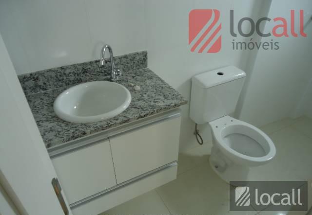 1 quarto(s)(simples, c/armários, piso porcelanato), 1 banheiro(s)(social), 1 sala(s)(jantar, c/sacada, piso porcelanato), 1 cozinha(s)(c/gabinete, piso porcelanato),...