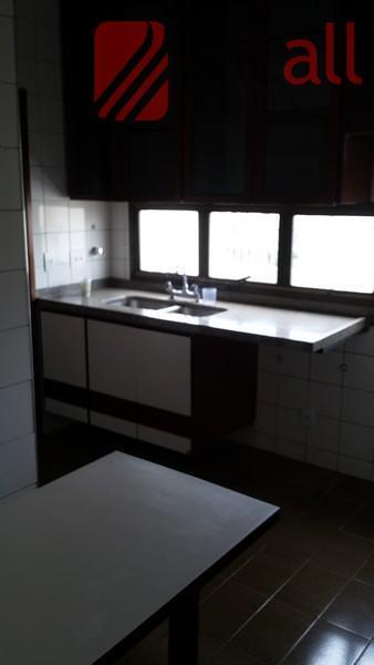 4 quarto(s)(01 suite, 03 tipo apartamentos, c/armários, + escritório, piso madeira), 3 banheiro(s)(social, empregada, lavabo), 4...