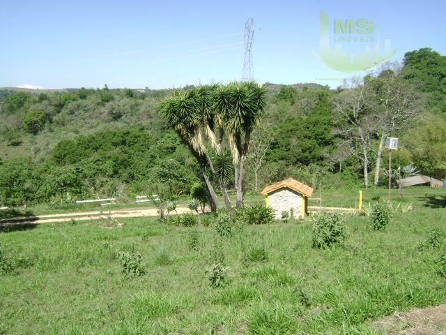 lote de terreno com 24.320 m² de área, possuindo uma nascente onde abastece um lago, casa...