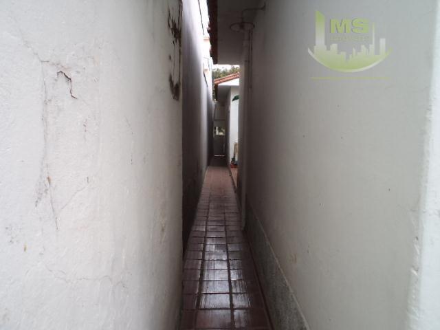 casa antiga ,mas em ótima rua comercial ,bem localiazada no guanabara com 400m² terreno e 200aú.ideal...