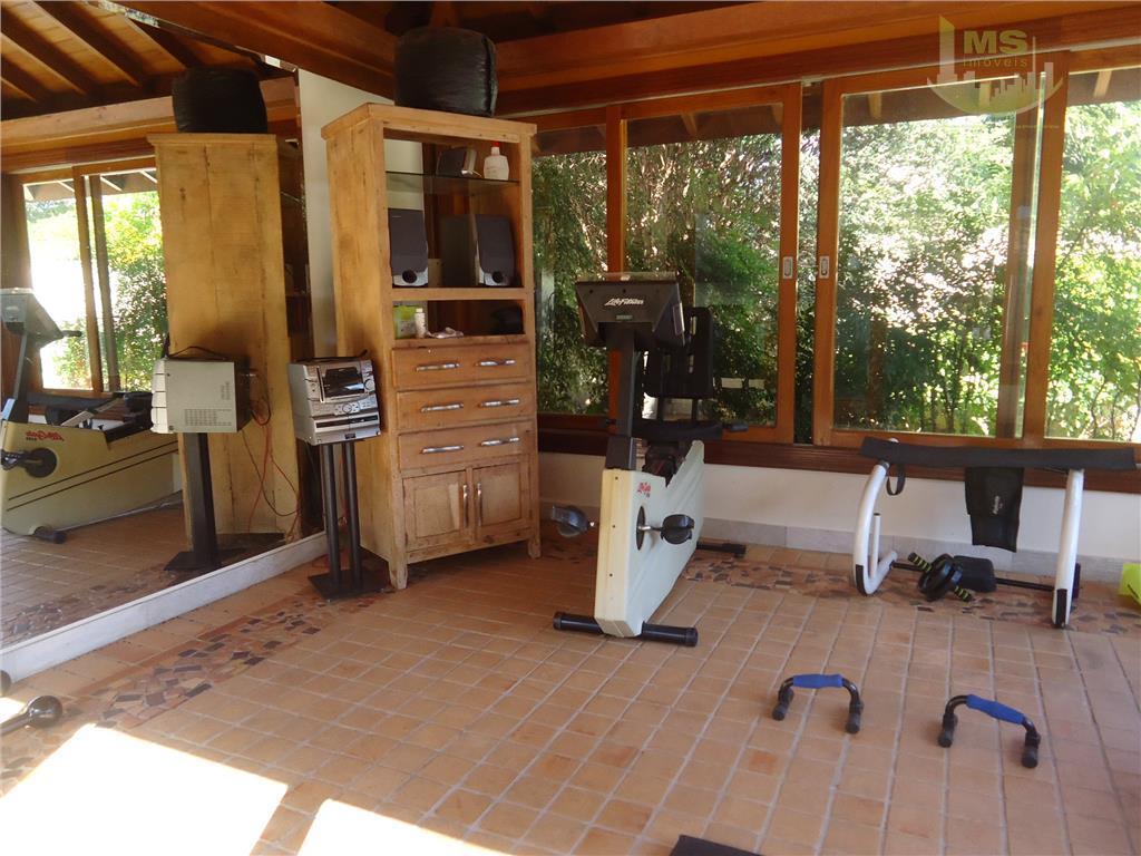 linda ! 03 suites, amplo living para 03 ambientes, escada de madeira,lavabo, escritório, cozinha planejada integrada...