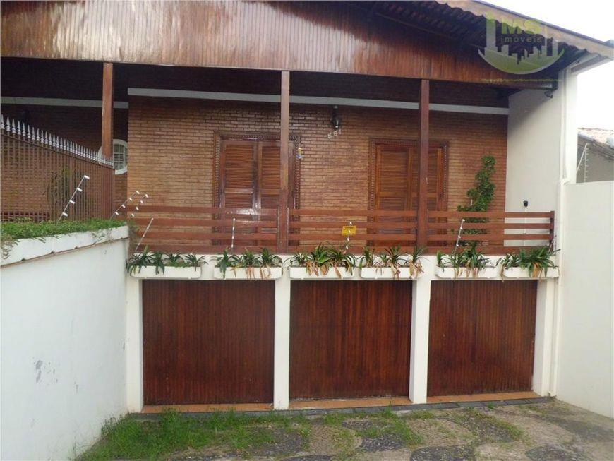 lindo sobrado muito bem construído, rico em armários, living para três ambientes com tacos de madeira,...