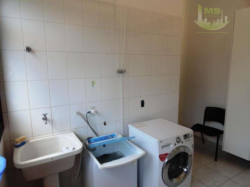 linda casa de fino acabamento em localização privilegiada no alphaville, contendo 4 dormitórios sendo 2 suítes,...