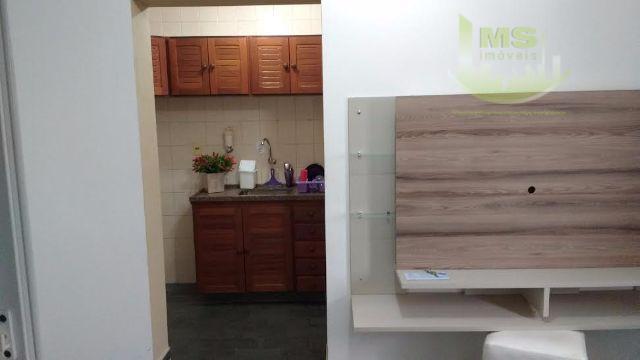 linda kitnet, próxima a pucc central, último andar, armário embutido na cozinha e wc. persianas em...