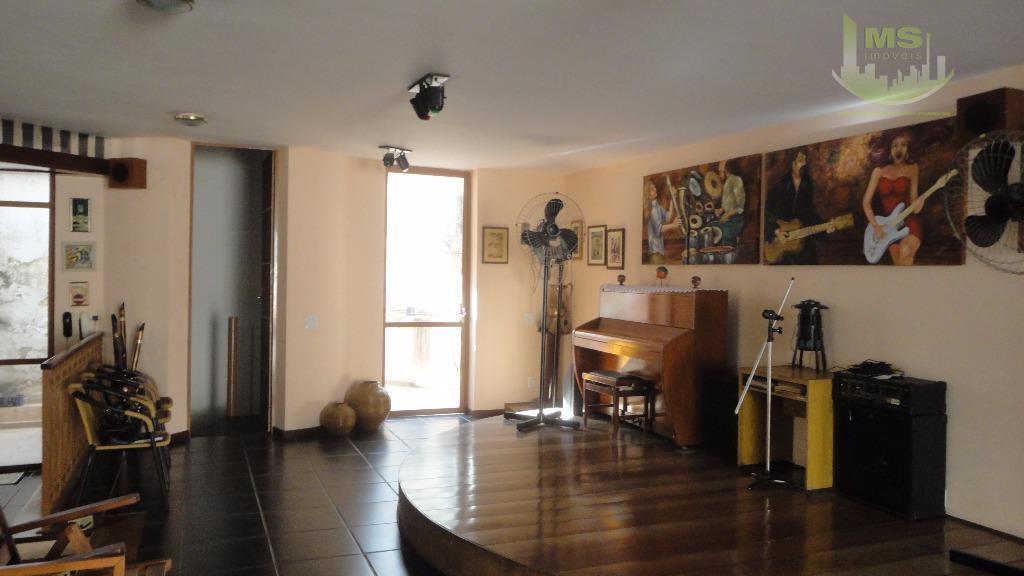 casa ampla com localização privilegiada, ao lado da av. 9 de julho, garagem para 15 carros,...