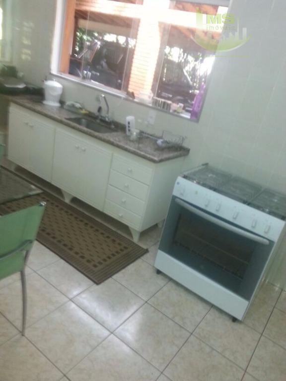 vende-se belíssima casa em um terreno amplo, toda avarandada, ar condicionado split quente e frio na...