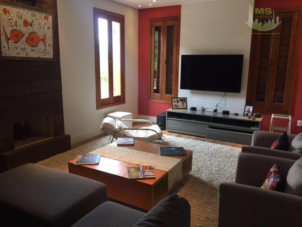 alto padrão, com 4 suítes completas, salas de estar, jantar, home theater, cozinha completa, ampla varanda...
