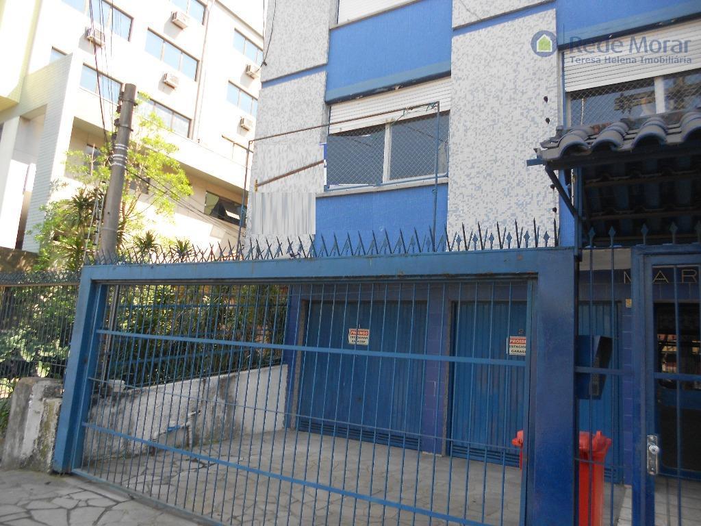 Apartamento dois dormitórios térreo para locação, Santana, Porto Alegre.