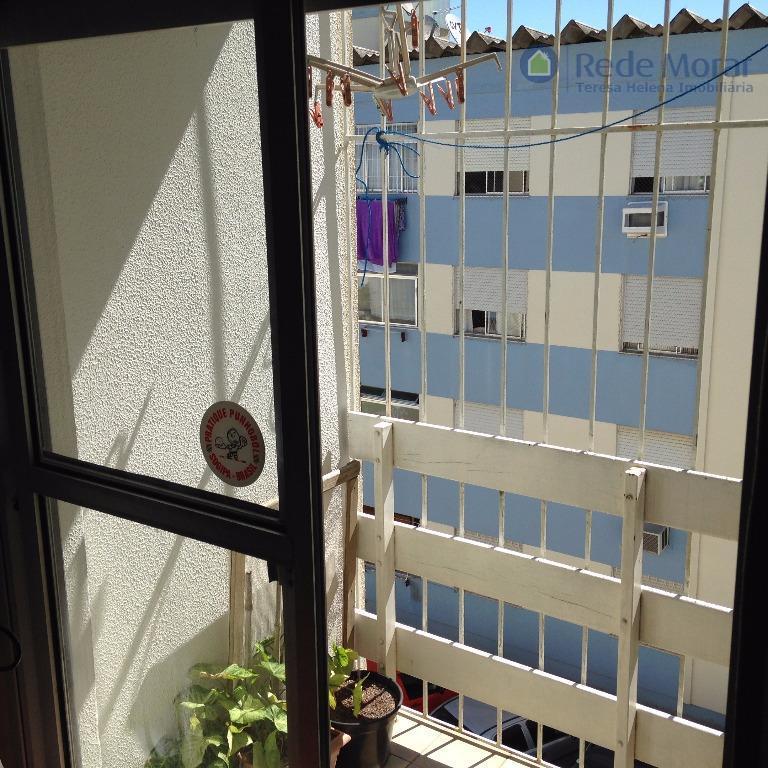 Apartamento três dormitórios com sacada a venda; Vila Nova; Porto Alegre.