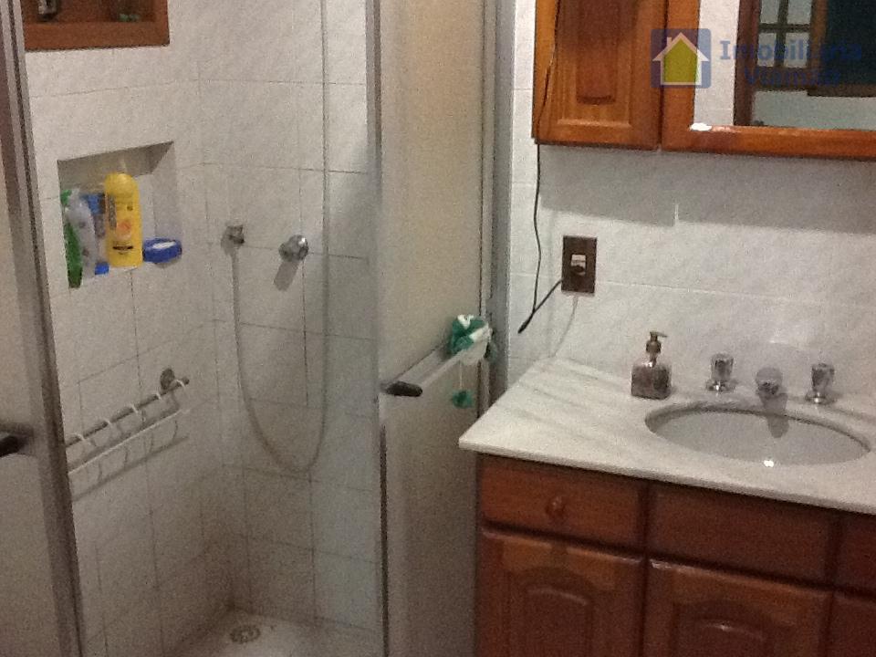 belissímo sítio com casa de alvenaria com 3 dormitórios sendo 1 suíte, 2 banheiros, sala com...