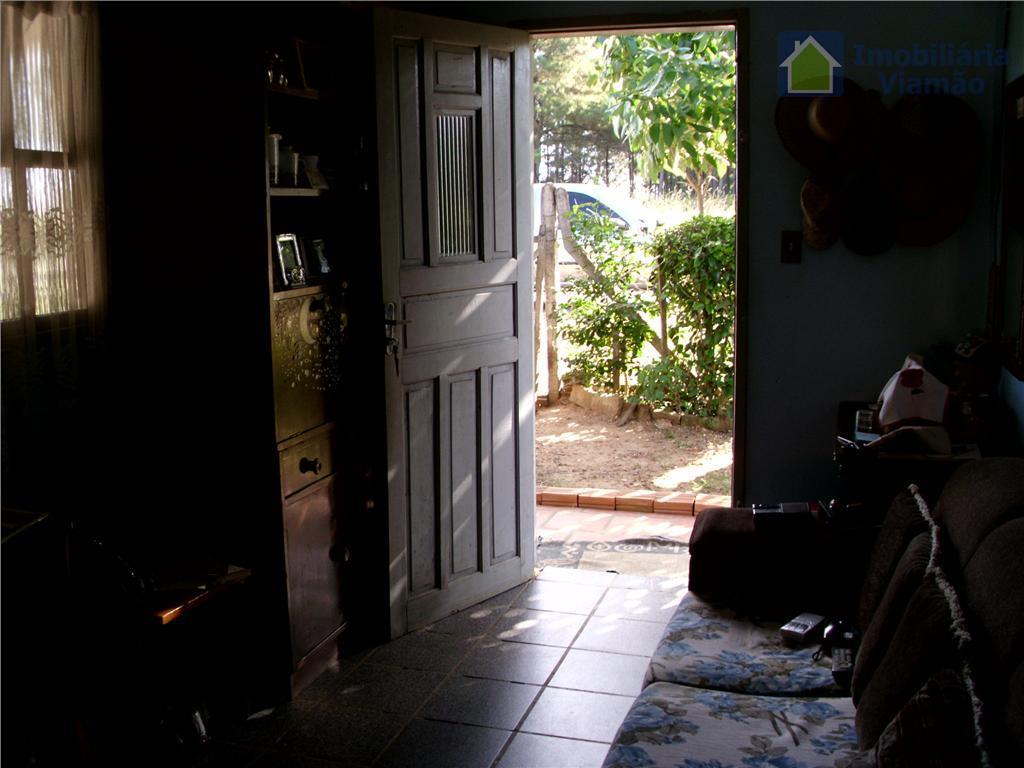 uma boa casa no jardim krahe, bem em frente ao asfalto, com um terreno medindo 11x30...