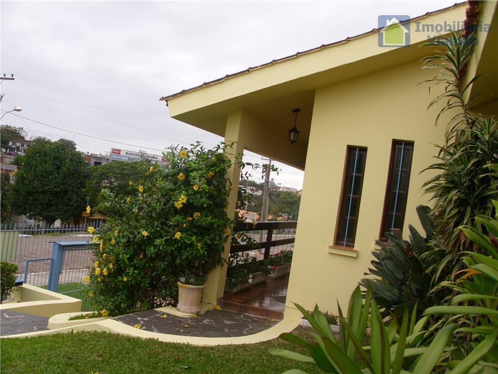 excelente imóvel com localização privilegiada e ótima estrutura,esse imóvel conta também com piscina, lareira,mezanino com um...