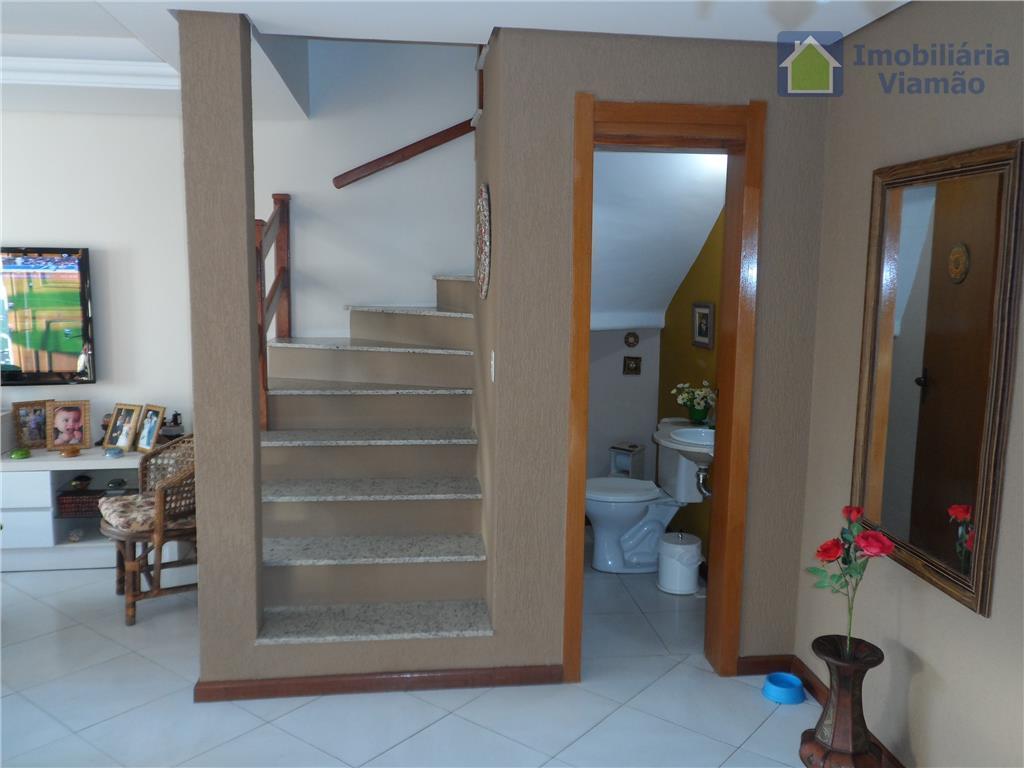 linda casa com 3 dormitórios, sendo uma suíte com closet e sacada, banheiro social, sotão de...
