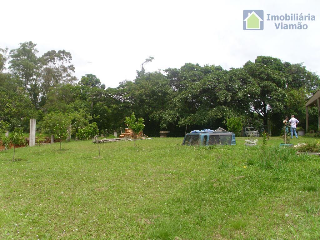 um belíssimo terreno, bem localizado com ótimo acesso e lugar perfeito para construir uma casa,ambiente acolhedor...