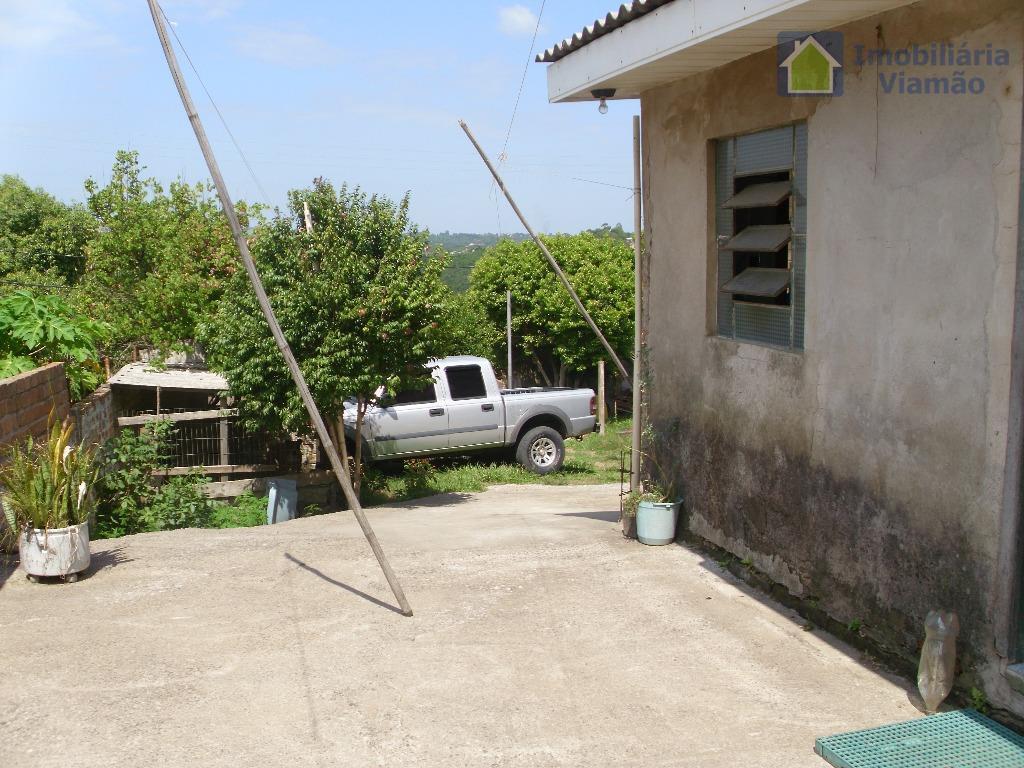 casa com um ótimo terreno todo murado e próxima á escola, mercado e parada de ônibus.casa...