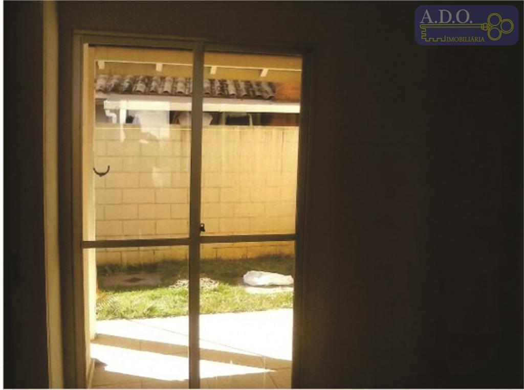 """linda casa sobrado, com 03 dormitórios sendo 01 suíte, living em """"l"""", em um condomínio aconchegante..."""