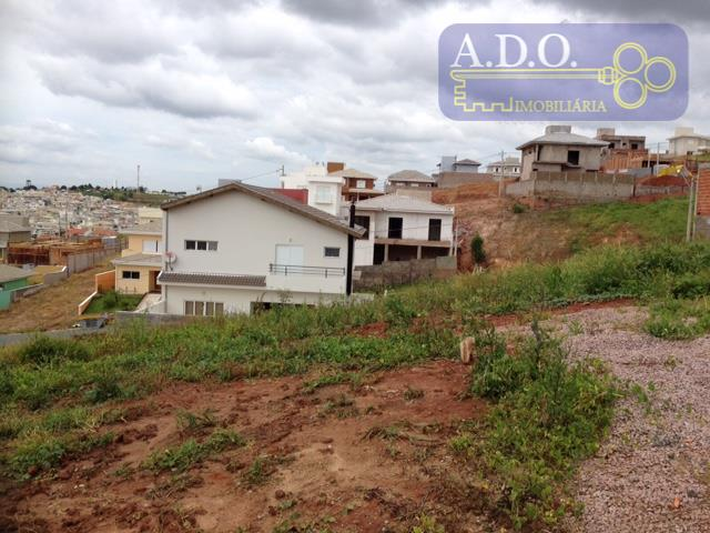 ótimo lote de 300m² com um pequeno aclive lateral.ótima topografia para construção de casa em condominio...