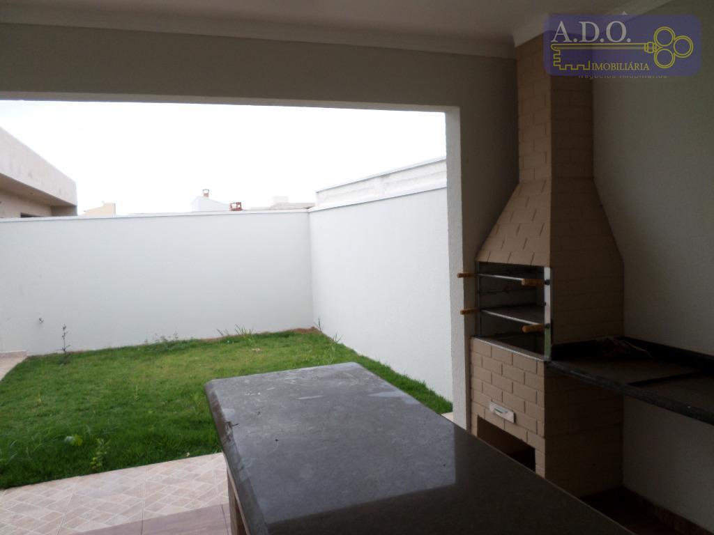 linda casa térrea, sala para 02 ambientes, cozinha americana, escritório, lavabo, 03 suítes com piso laminado,...
