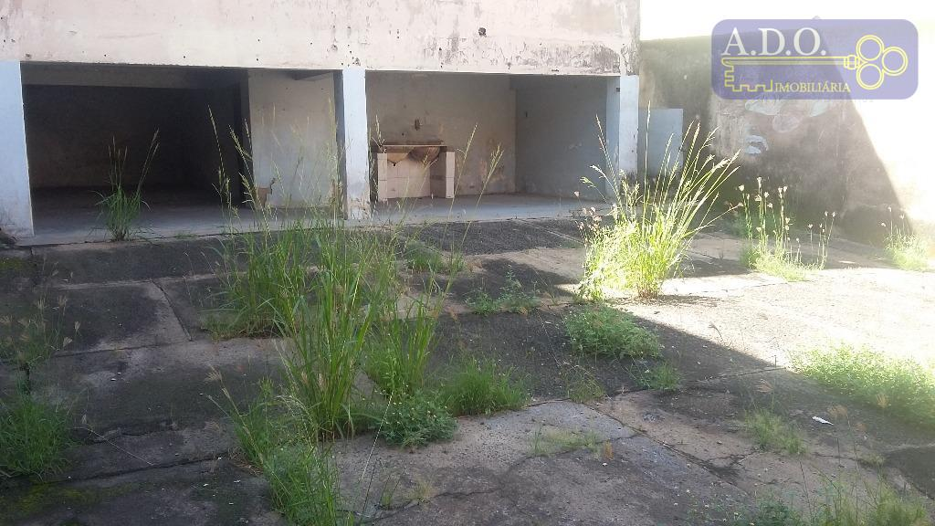 casa comercial localizada em av. de grande fluxo de veículos, predominantemente comercial, zona 11, composta de:...