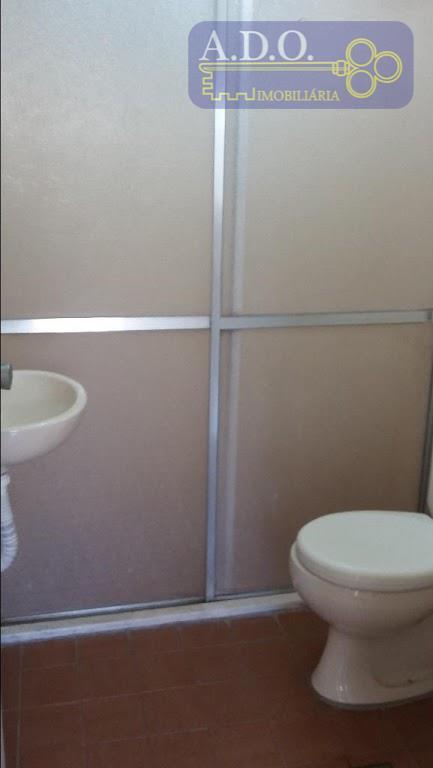 centro/senac; vendo -amplo kitinet todo em piso cerâmica com 2 armários embutido;banheiro: azulejo até o teto,...