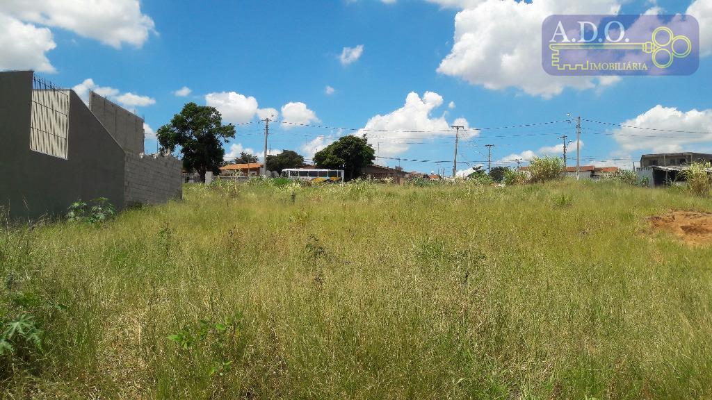 terreno em ótima localização no bairro - levemente caído pra frente - asfalto - muitas casas...
