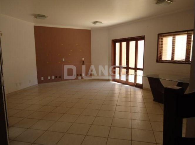 Casa de 3 dormitórios em Parque Valinhos, Valinhos - SP
