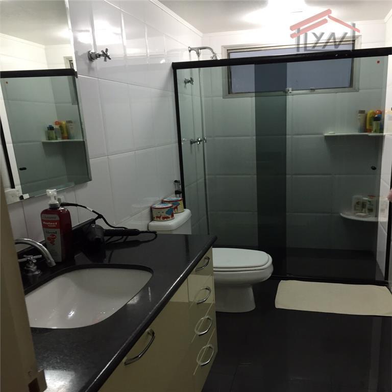 3 dormitórios (1 suíte) -- dormitório e banheiro de empregada --sala ampla -- armários planejados nos...