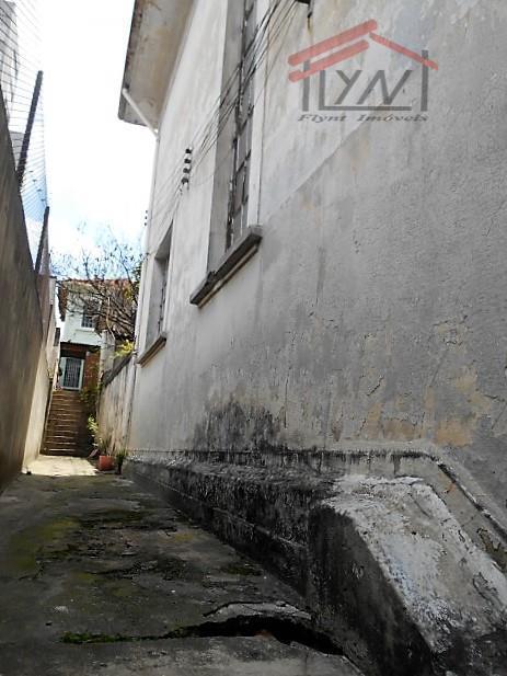 terreno em lugar privilegiado, com 250m², tem dois sobrados muito antigos, um em bom estado e...