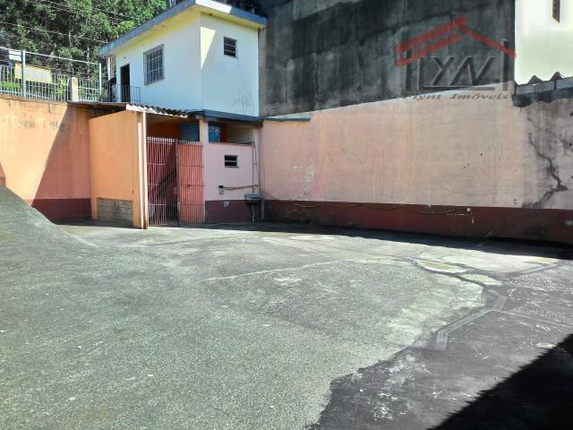 terreno com 360m² (12x25), com 01 dorm., 02 banheiros, ótima localização.
