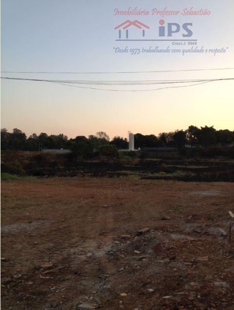 oportunidade !!! 48 mil m2 de área, com 6 casas, poço artesiano, galpão, localização privilegiada em...