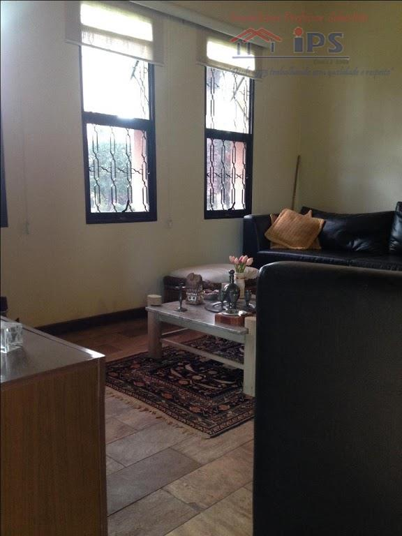 ampla casa térrea de 240m2 de construção em condominio fechado, com 3 dorm sendo 1 suíte,...