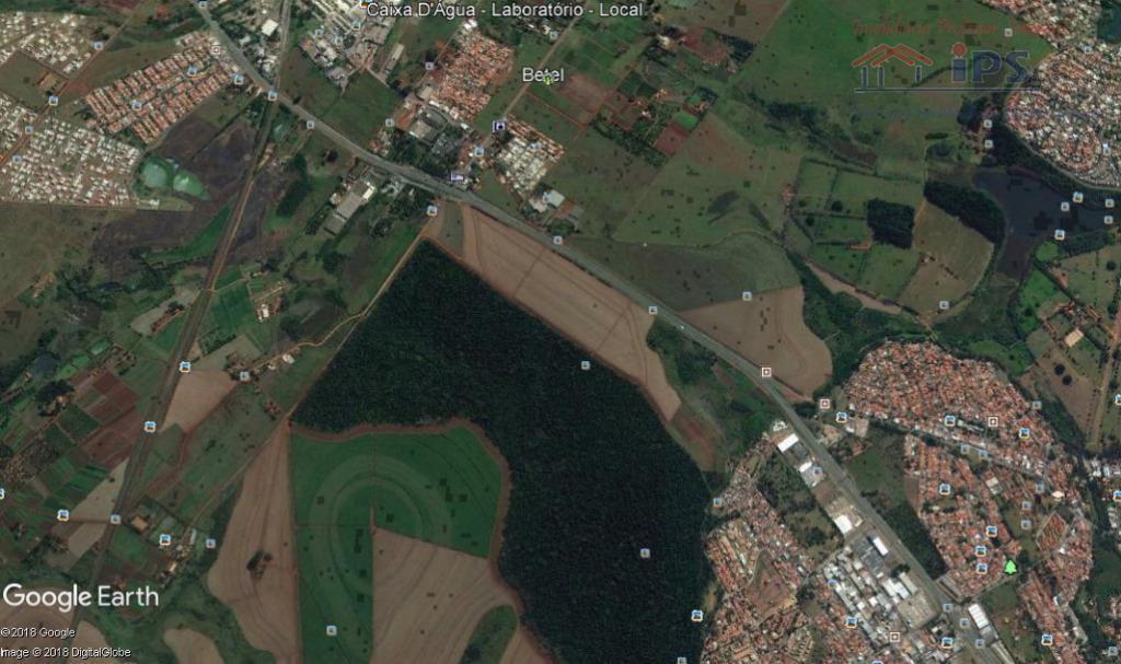 área total 298.000 m2, podendo ser dividida em áreas de 34.000 m2 de frente para a...