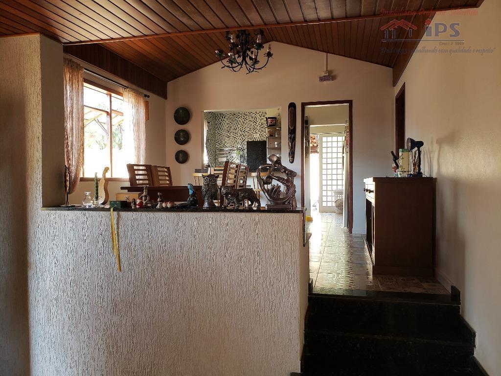 linda casa térrea em ótima localização. possui 4 dormitórios sendo duas suítes sendo uma com hidro,todos...