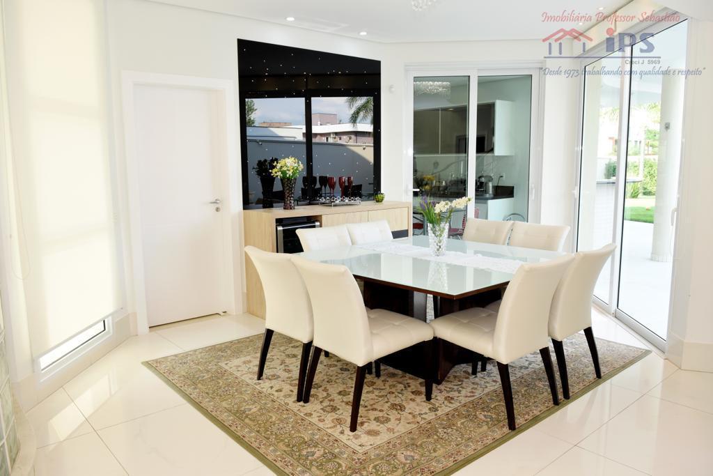 sobrado em 805m2 terreno e 362m2 construção - piso superior c/ 4 suites sendo 1 master...