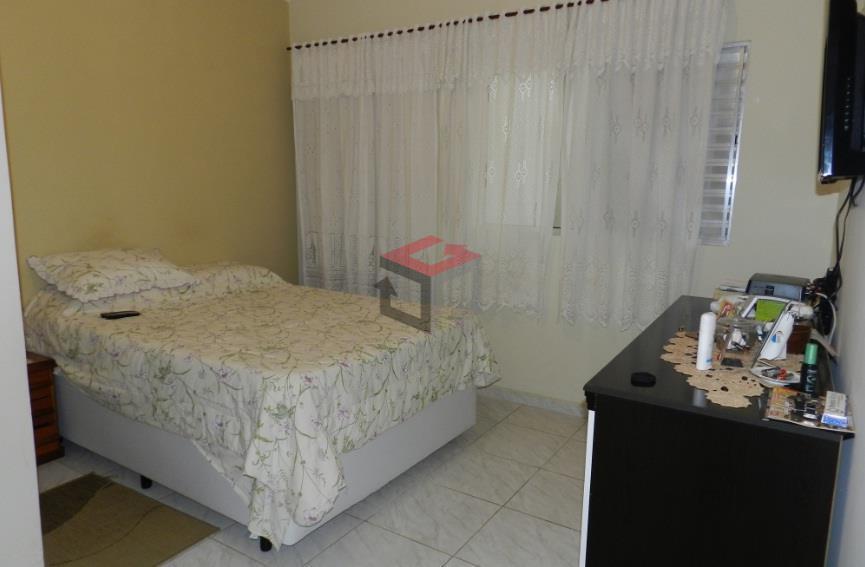 4 dormitórios, sendo 2 suítes, sala 2 ambientes, cozinha ampla com armários, banheiro social, área de...