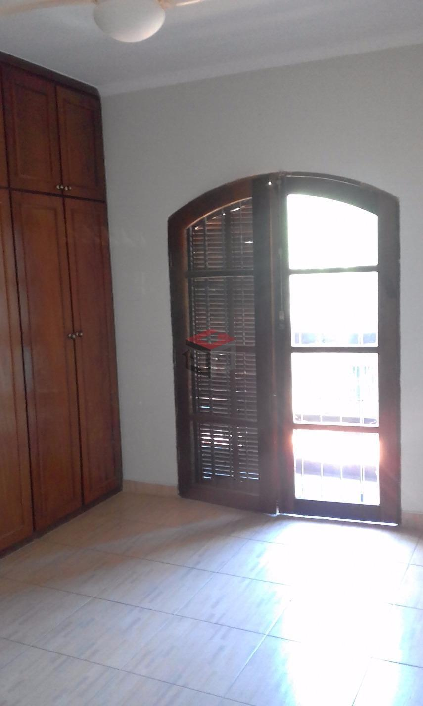 espaçoso sobrado no valparaíso com 166 m² de área construída sendo 4 dormitórios com 1 suite...