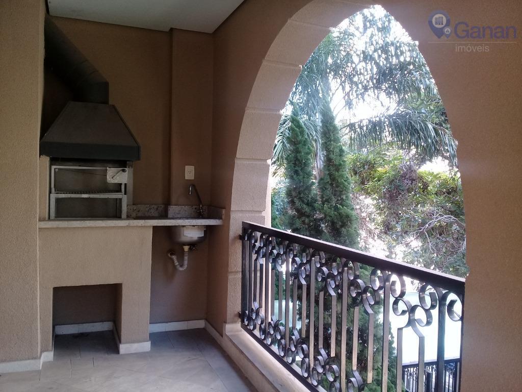 Vila Mariana, com varanda gourmet literalmente ao lado do metrô!