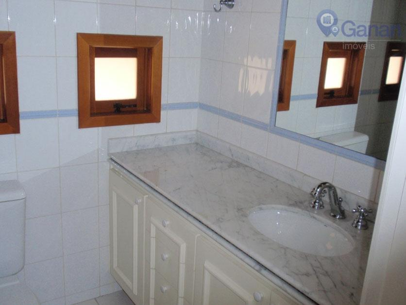 * condomínio fechado;* terreno: 710 m² ;* garagem para 6 autos com depósito;* sala de estar...