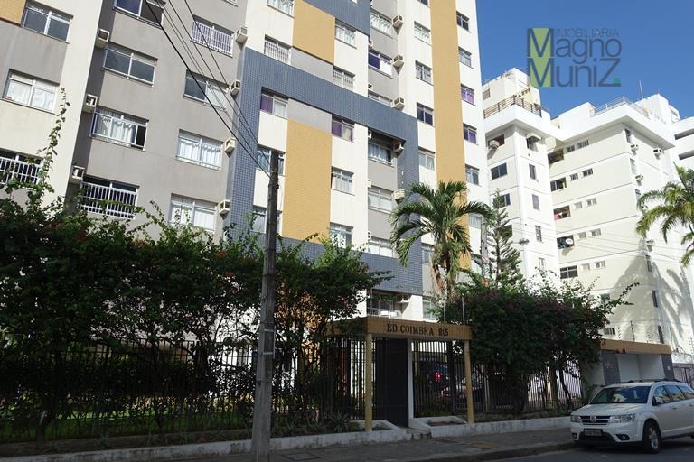 Edifício Coimbra - Ótimo apartamento com móveis fixos de muito bom gosto!