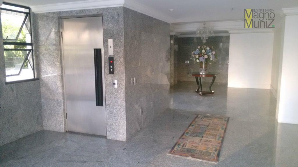 """apartamento muito bem localizado na """"nata"""" do meireles - edifício port canes -localizado na rua: visconde..."""