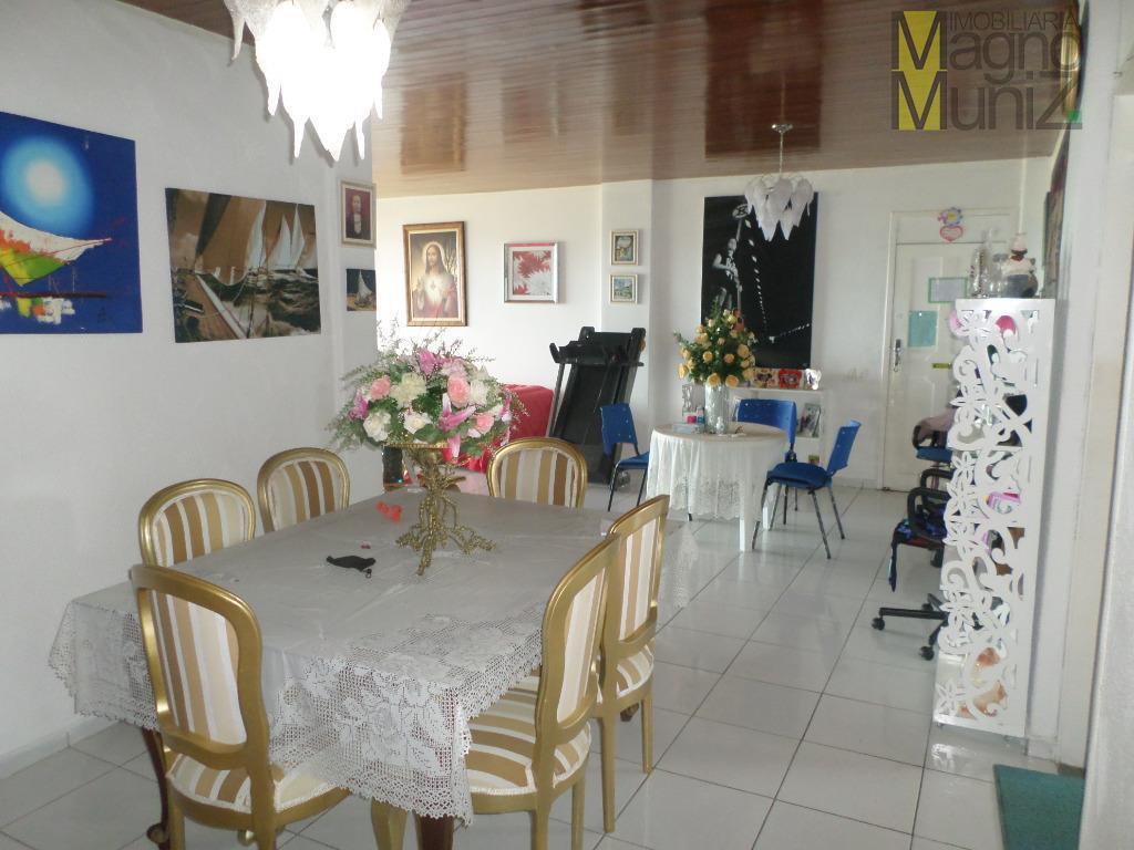 - Edifício Góes Filho - Apartamento na Av. Santo Dumont próximo à Praia do Futuro!