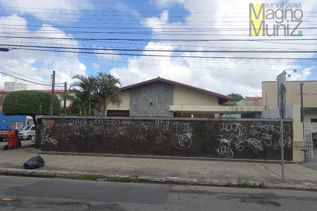 Casa perfeita para montar sua empresa na Av. Oliveira Paiva!