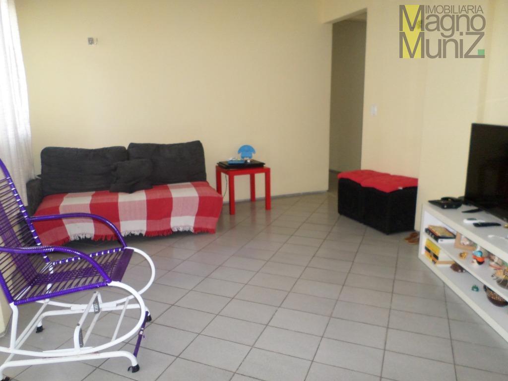 Apartamento muito espaçoso, bem localizado na Santos Dumont, próximo ao Riomar