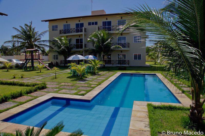 Complexo comercial ou residencial com 14 apartamentos de 63 m2 mobiliado à venda, Taíba, São Gonçalo do Amarante.